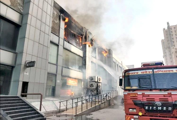 गाजियाबाद के जयपुरिया मॉल में लगी भीषण आग