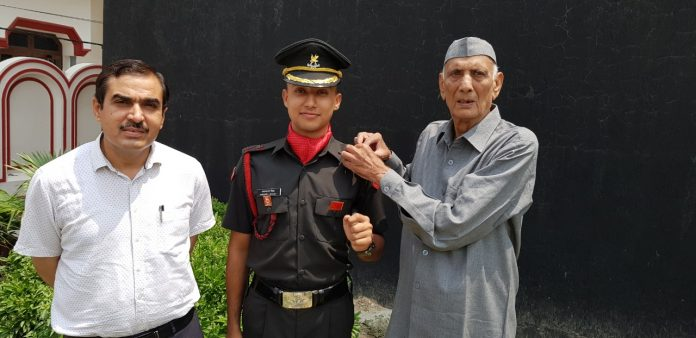 Lt Akash Malik became a helicopter pilot in the army