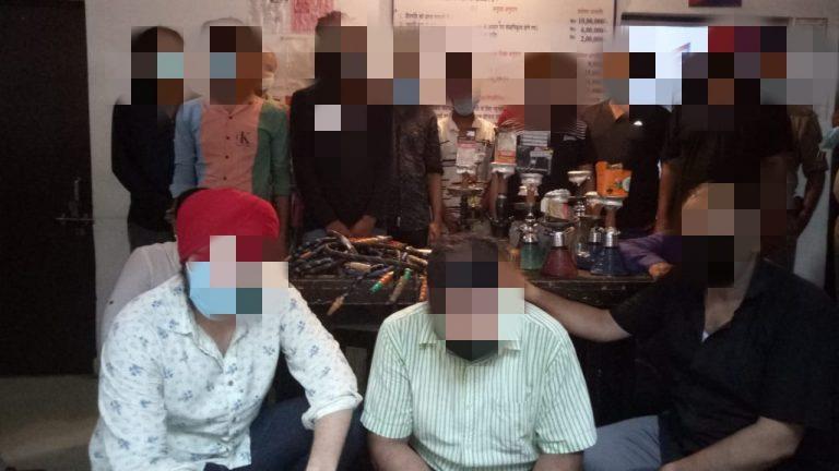 हुक्का बार पर पुलिस का छापा, 22 गिरफ्तार