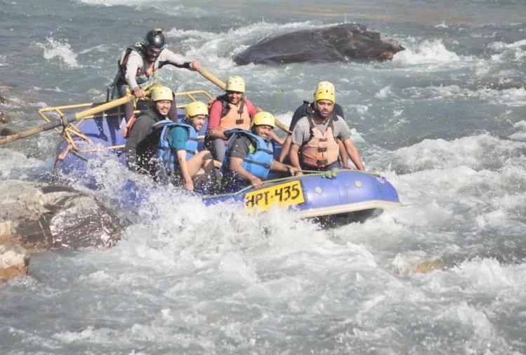उत्तराखंड : चार महीने बाद पर्यटक योगनगरी में रिवर राफ्टिंग हुई शुरू